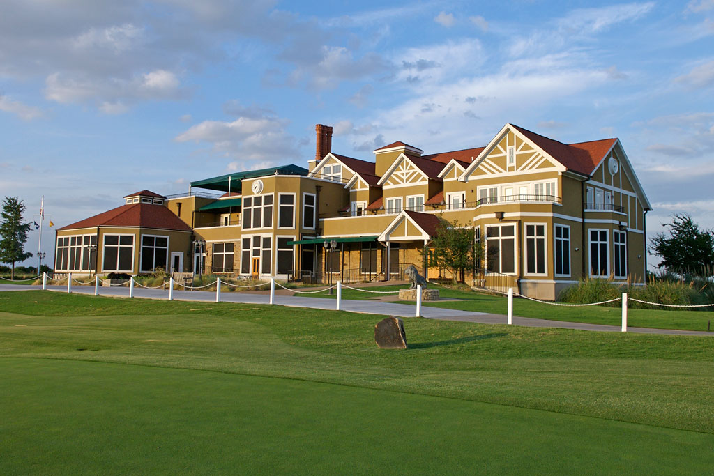 tribute-golf-course-clubhouse